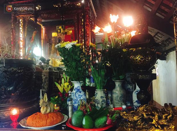 Những mâm lễ được chuẩn bị chu đáo cùng lòng thành tâm dâng lên lễ Thánh