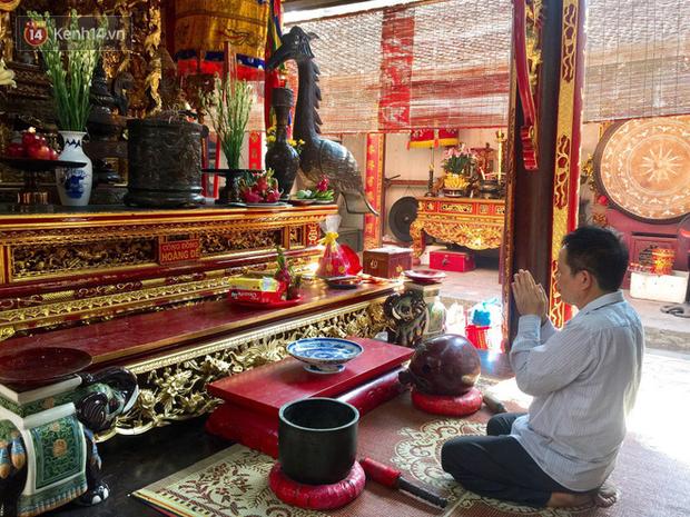 Người cha có con dự thi THPT Quốc gia kính lễ các vua Trần