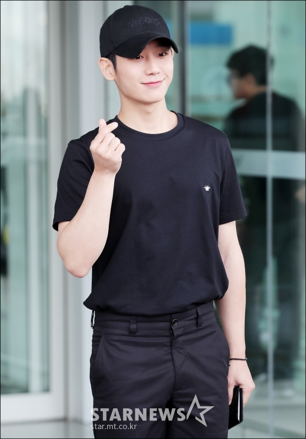 """Nam diễn viên 30 tuổi bỗng vụt sáng sau thành công của drama tình cảm lãng mạn """"Chị đẹp mua cơm ngon cho tôi"""" cùng """"tình đầu quốc dân"""" Son Ye Jin."""