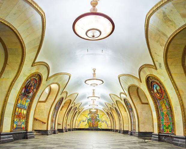 15 năm sau đó ga metro Novoslobodskaya cũng được xây dựng với phong cách tương tự.