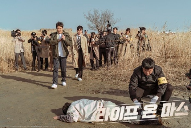 'Life On Mars' bản remake của Hàn Quốc được nhà sản xuất bản gốc khen ngợi hết lời