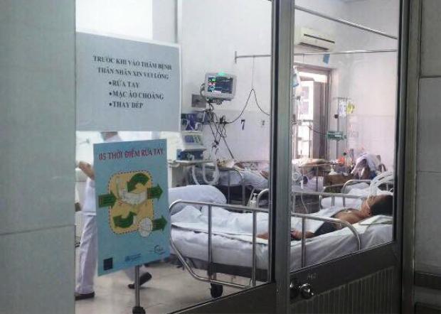 Một bệnh nhân cúm A/H1N1 được chăm sóc phòng cách ly. Ảnh: Phan Nhơn.