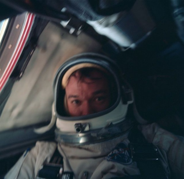 7 tấm hình selfie ấn tượng được thực hiện ngoài vũ trụ khiến ai cũng cảm thấy ghen tị