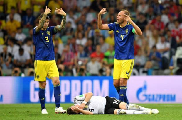 Tuy nhiên, niềm vui chiến thắng của 'Nationalelf' không được trọn vẹn khi tiền vệ Sebastian Rudy bị dính chấn thương khá nghiêm trọng.