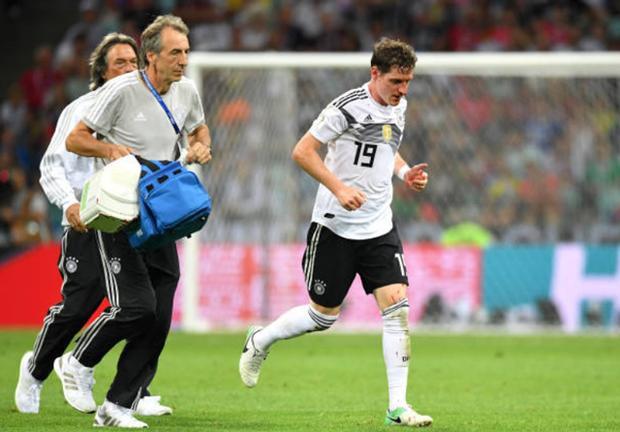 Ngay sau trận đấu, HLV Joachim Low tiết lộ, Rudy có thể bị vỡ mũi.