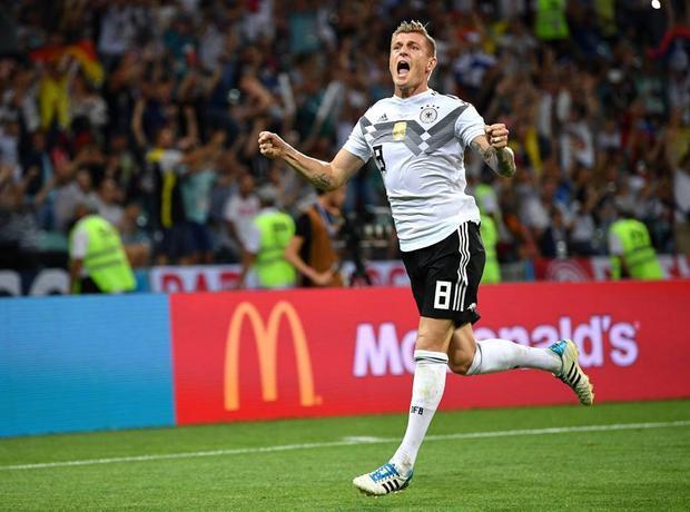 """Nhưng Toni Kroos đã kéo tuyển Đức từ """"cõi chết trở về""""."""