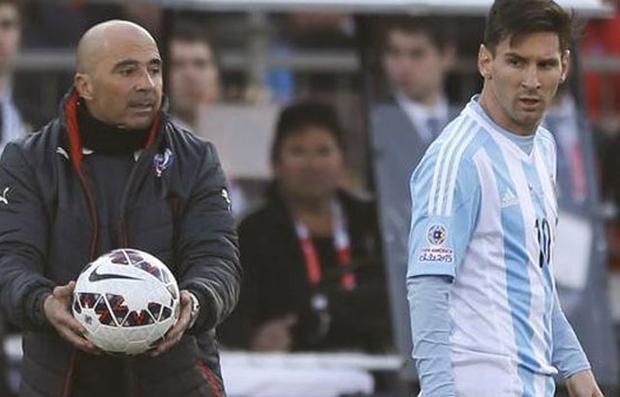 Messi cùng các đồng đội đang có xích mích với HLV Sampaoli.