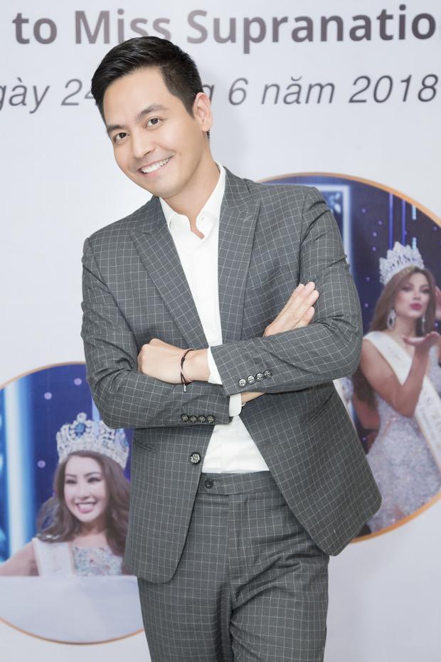 MC Phan Anh giải đáp từng thắc mắc của truyền thông.