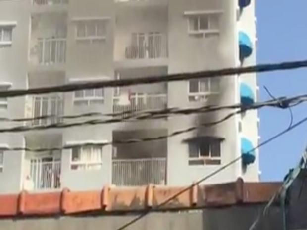 Căn phòng tầng 6 của chung cư bốc cháy.