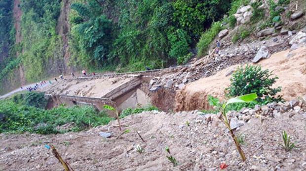 Điểm sạt lở tại quốc lộ 4H, tại địa phận bản Chang Chảo Pá, xã Hua Bum, huyện Nậm Nhùn (Lai Châu).