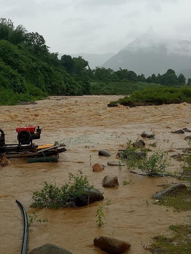 Mưa lớn xảy ra lũ quét tại bản Nà Phạ, suối Nặm Khim, xã Mường Kim, huyện Than Uyên, tỉnh Lai Châu. Ảnh: Hoàng Hà