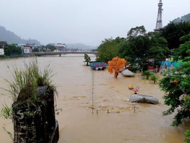 Mưa lớn và các thủy điện xả lũ khiến mực nước Sông Lô dâng cao. Ảnh: Báo Hà Giang