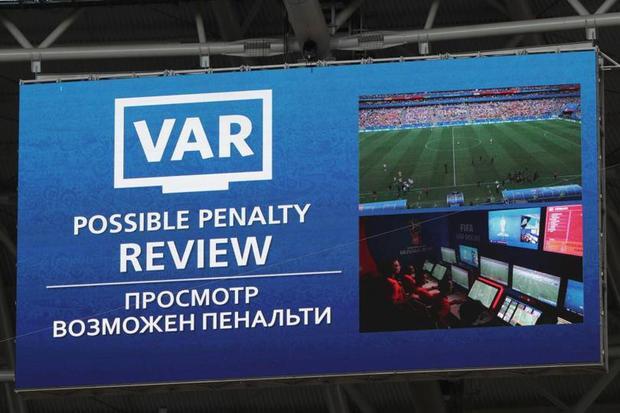 Các tình huống V.A.R được phát trực tiếp trên màn hình lớn và trên màn hình TV.