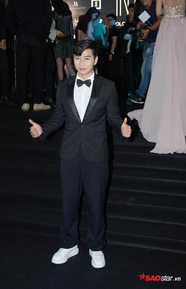"""MC Nam Hee lịch lãm với vest đen. Đây là item quen thuộc nhưng hiệu quả giúp các anh chàng """"tỏa sáng"""" trên thảm đỏ."""