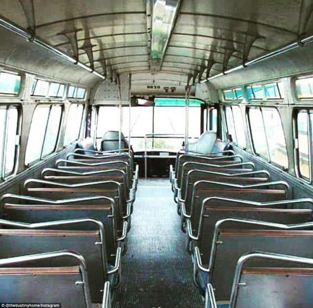 Đây là chiếc xe buýt trước khi Jessie quyết tâm biến nó thành một không gian sống thân thiện vời môi trường và ấm cúng.