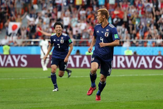 Honda (số 4) là người hùng của ĐT Nhật Bản. Ảnh: Getty.