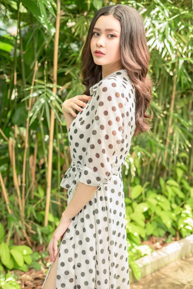 Đầm chấm bi là item mùa hè duyên dáng bạn gái nên lựa chọn.