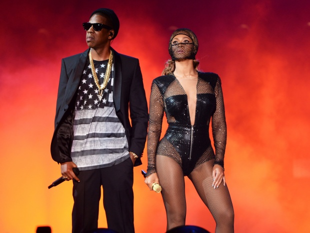 """Trong khi vợ chồng nhà Carters: Beyonce - Jay-Z đang rong ruổi khắp thế giới với """"siêu tour"""" On The Run 2 Tour…"""