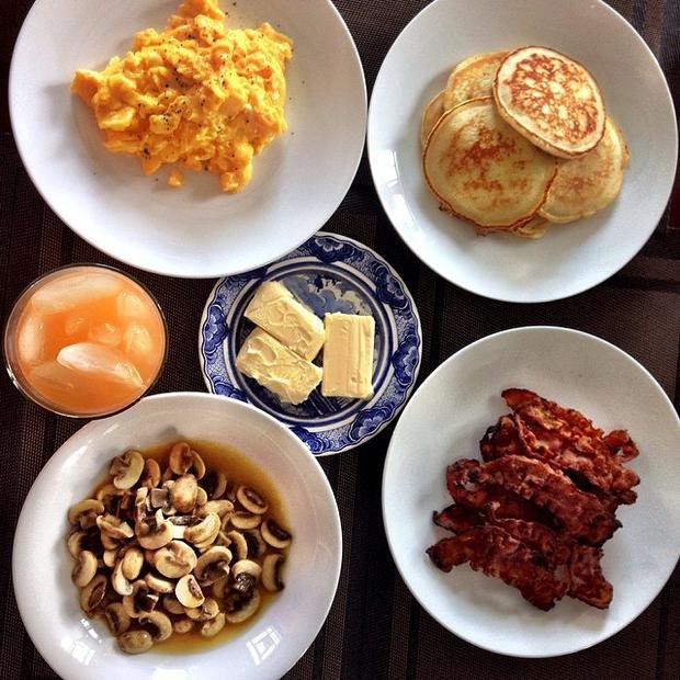 Một bữa ăn sáng đầy đủ dinh dưỡng và đẹp mắt thế này thì ai lại nỡ từ chối đúng không?