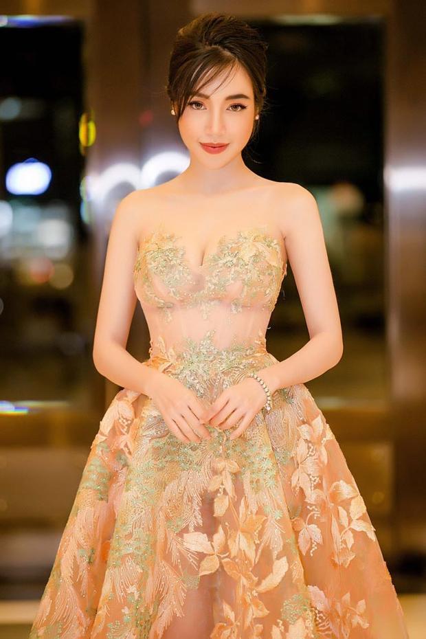 Không chỉ xinh đẹp, Elly Trần còn rất khéo léo và đảm đang đấy nhé.