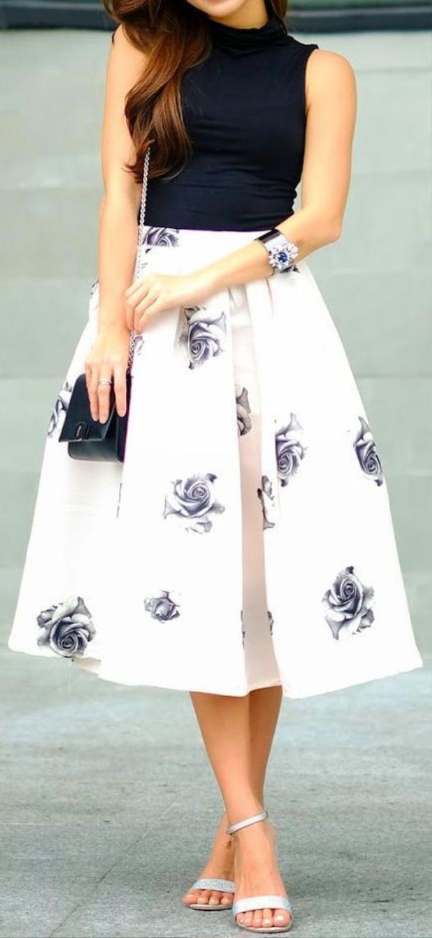 Nếu vẫn thích màu trắng, bạn hãy chọn các loại váy nền trắng có điểm hoa để thay thế nhé.