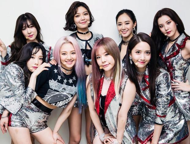 Sau khi kết thúc hợp đồng với SM vào cuối năm 2017, Seohyun, Sooyoung và Tiffany quyết định rời công ty để tìm hướng đi riêng cho mình trong khi các thành viên còn lại đều tái ký. Điều này lần nữa khiến fan rơi vào trạng thái hoang mang vì SNSD có nguy cơ tan rã thực sự và sẽ rất khó để thấy họ đứng chung sân khấu.