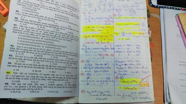 Xuất hiện quyển vở ôn thi môn Hóa học kỳ công và nhiều đam mê nhất mạng xã hội