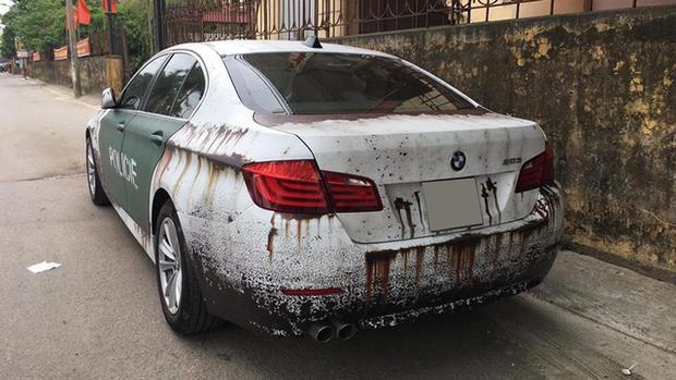 Chiếc xe BMW 523i rỉ sét khiến nhiều người xót xa. (Ảnh: Nam Trần/ Autopro)