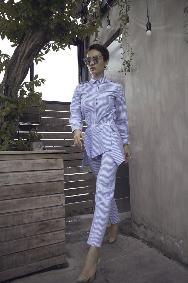 Còn Cù Ngọc Quý từng góp mặt trong top 10 Siêu mẫu Việt Nam 2011 và nhận giải Siêu mẫu thân thiện năm 2012. Cô sở hữu thân hình nóng bỏng với số đo ba vòng 84-63-91 và chiều cao 1m72.