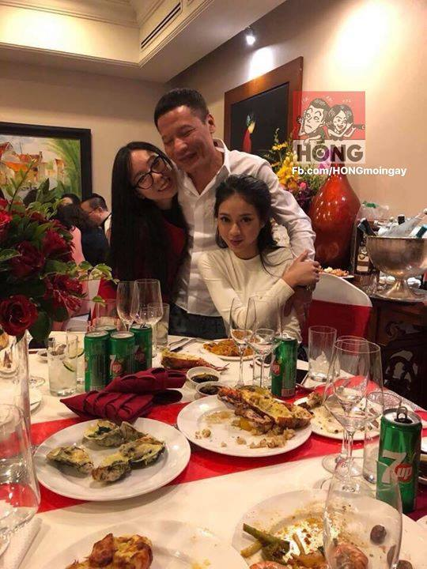 Linh Anh bên gia đình (Nguồn: hóng)