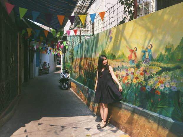 """Nằm giữa lòng Đà Nẵng, làng bích họa Đà Nẵng đang trở thành một điểm đến được rất nhiều người ghé thăm để có thể làm vài pô ảnh """"xin xò"""". @tammybeotron"""