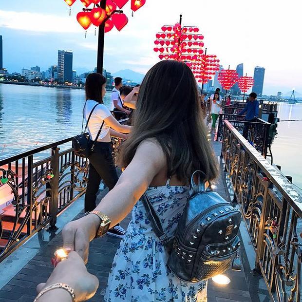 Do vị trí thuận lợi cũng như vẻ đẹp lãng mạn, cầu tình yêu thu hút rất nhiều du khách ghé tới đây. @leethieentrang