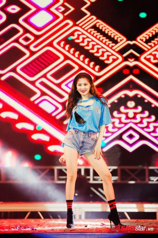 Tiếc quá, vậy là fan Việt không kịp nghe hit mới của HyunA rồi!
