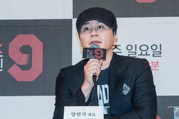 Trước đó bố Yang đã vấp phải rất nhiều chỉ trích về việc nhóm chiến thắng MIXNINE không thể ra mắt.