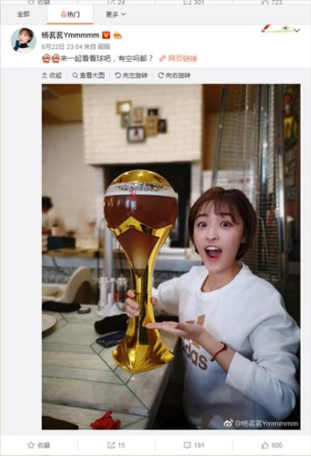 """Yang Mingming gây """"bão"""" mạng xã hội Trung Quốc khi là nữ phóng viên trực tiếp đưa tin về World Cup diễn ra ở Nga cho kênh CCTV 5. Ảnh: Global Times"""