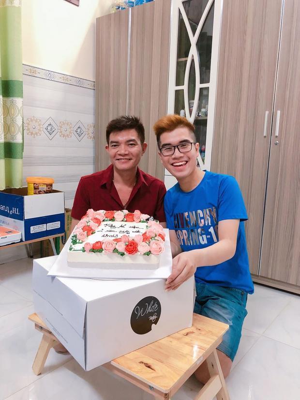 Vũ Phong và Tuấn Phong hạnh phúc khi kỷ niệm hai năm ngày cưới.