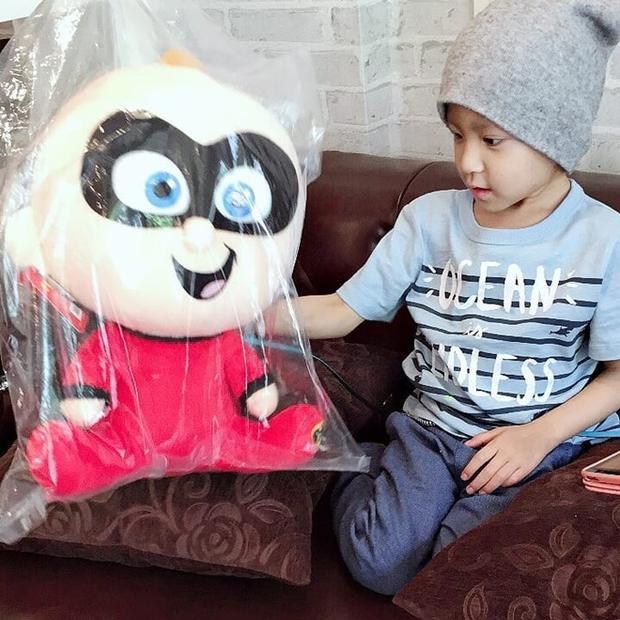 Tình hình sức khỏe con trai của Pong Nawat sau gần 1 năm điều trị ung thư