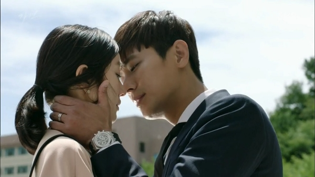 Hai kiểu hôn thường thấy của các nam diễn viên phim Hàn, bất ngờ khi Park Seo Joon thuộc kiểu hai
