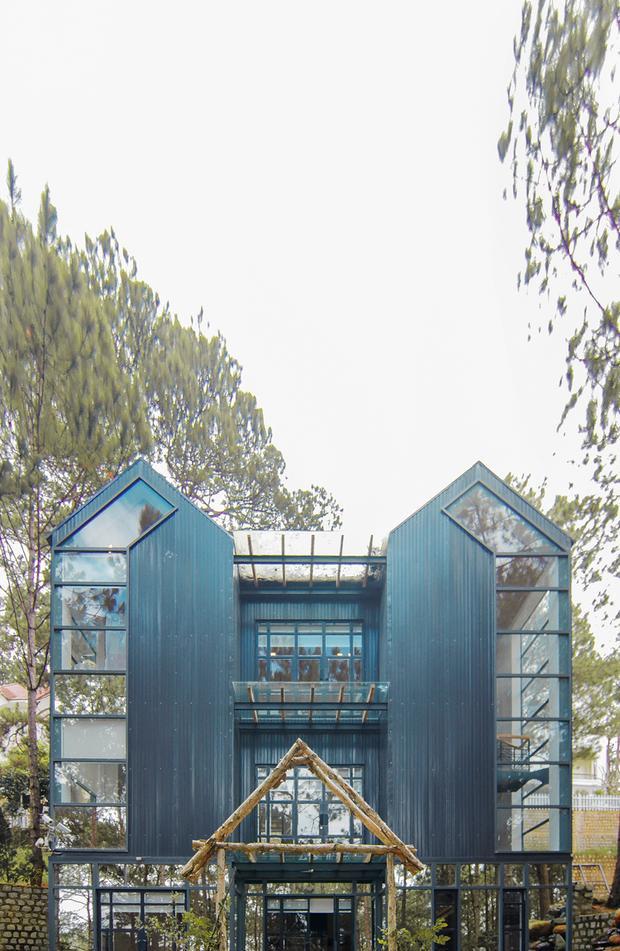 Theo những gì chia sẻ, ngôi biệt thự này là món quà sinh nhật của vị đại gia giàu có dành tặng con gái. Đây là một trong ba khu biệt thự được đại gia này xây dựng, từng được Phan Như Thảo khoe vào năm 2016.