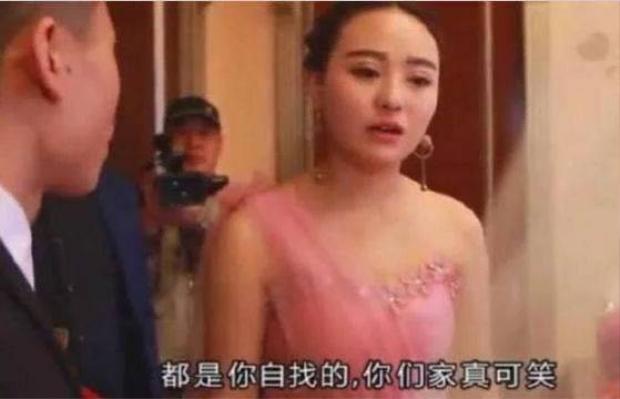 Nàng phù dâu cầu hôn chú rể ngay trong đám cưới.