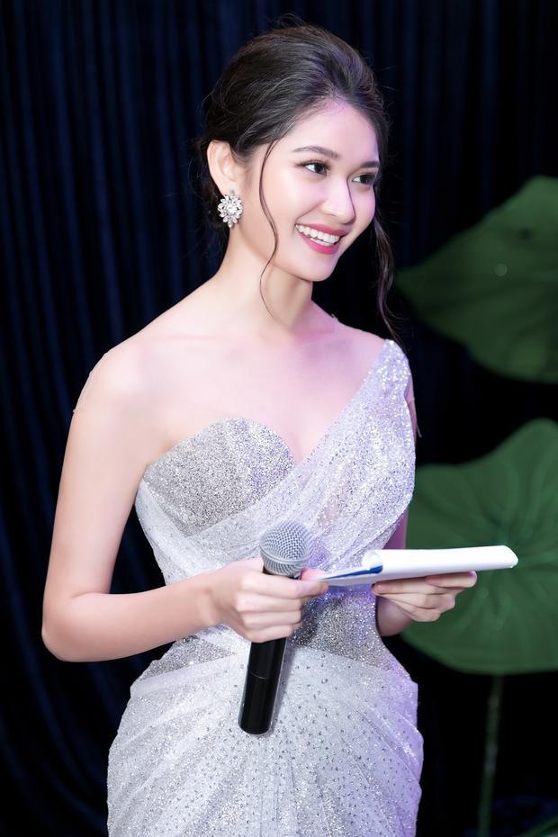Thuỳ Dung vừa tốt nghiệp trường Đại học Ngoại thương TP.HCM hồi cuối tháng 5.