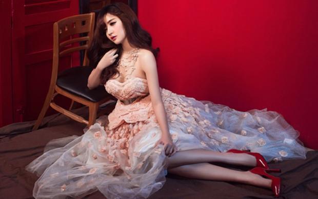 Sau chương trình Vietnam Idol năm 2010, Bích Phương đã trải qua một hành trình dài củng cố nhan sắc
