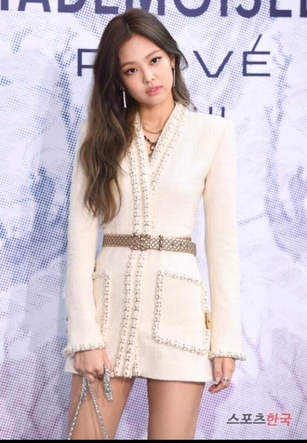 """Khi còn là tân binh mới debut 2 tháng, cô nàng đã được Chanel """"để ý"""" và mời đến tham dự sự kiện toàn tên tuổi lớn ở Hàn."""