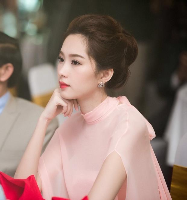 Ở góc độ này, nét đẹp của Hoa hậu Đặng Thu Thảo được tôn lên rõ nét.