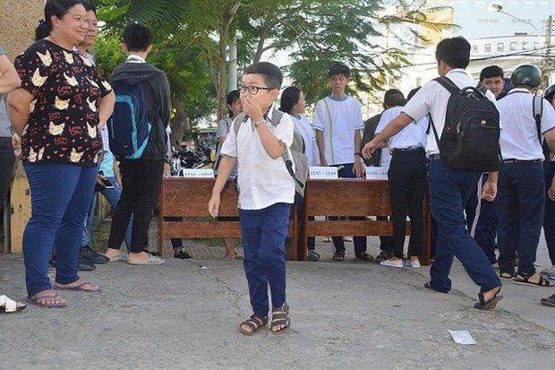 Sĩ tử mini 18 tuổi bụ bẫm xinh trai, cao tròn 1 mét đi thi THPT Quốc gia