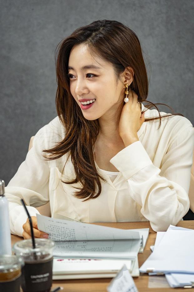 Mặt khác, Eunjung của T-ara sẽ là nữ diễn viên hàng đầu Shin Yoon Ah, đồng thời là bạn gái của Phillip.