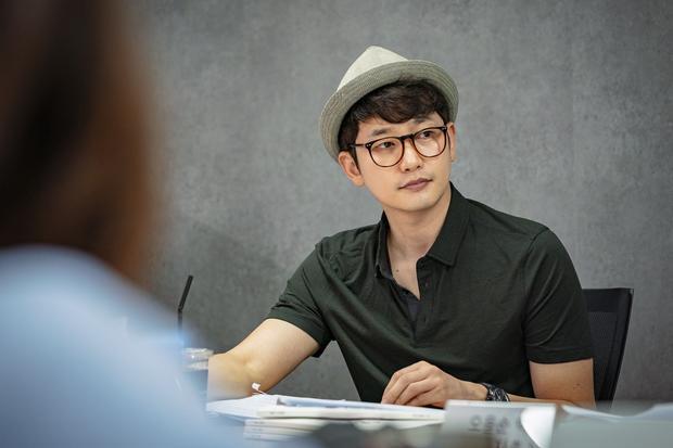Song Ji Hyo  Park Shi Hoo giản dị, Eun Jung  Lee Kikwang đẹp rạng ngời đọc kịch bản Lovely Horribly