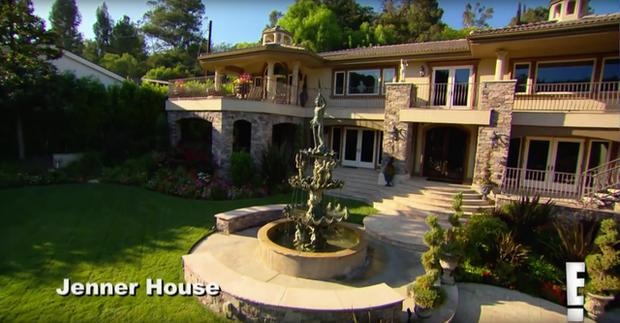 Ngôi nhà đóng thế giúp đại gia đình Kim siêu vòng ba kiếm hàng chục triệu đô rớt giá thảm hại