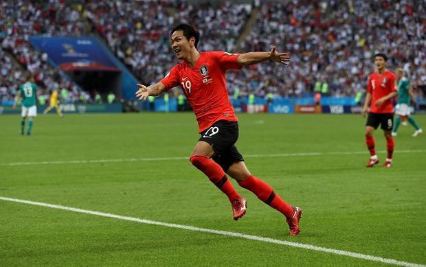 2 bàn thắng ở những phút cuối cùng của ĐT Hàn Quốc biến Đức trở thành nhà cựu vô địch. Ảnh: Fifa.com.