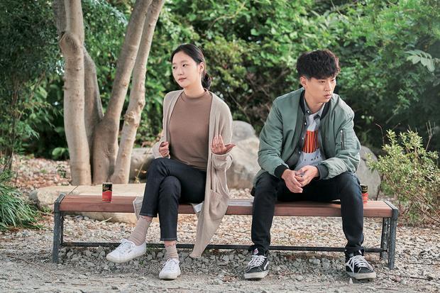 """Kim Go Eun và Park Jung Min trong """"Sunset in my Hometown""""."""